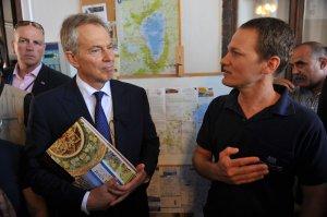 מעוז ינון מארח את טוני בלייר באכסניית פאוזי עזאר בנצרת