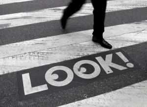 ניו יורק: אזהרה למרוכזים בטלפון במקום בכביש