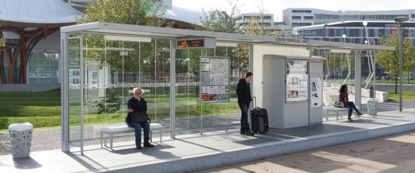 תחנת אוטובוס בעיצוב מארק אורל, צרפת