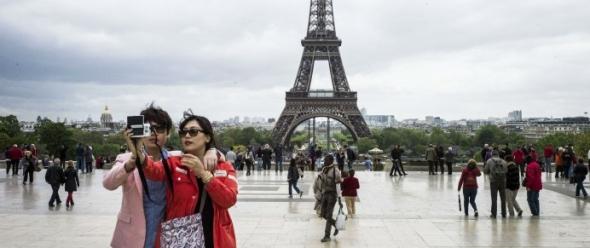 תיירים סינים בפריז