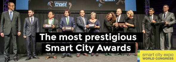 נציגי עיריית תל אביב מתרגשים רגע לפני ההכרזה על זכייתם בפרס העיר החכמה 2014