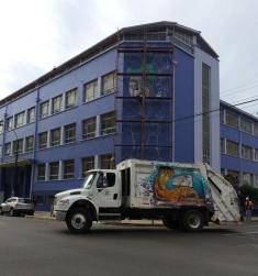 משאיות זבל צבעוניות בצ'ילה